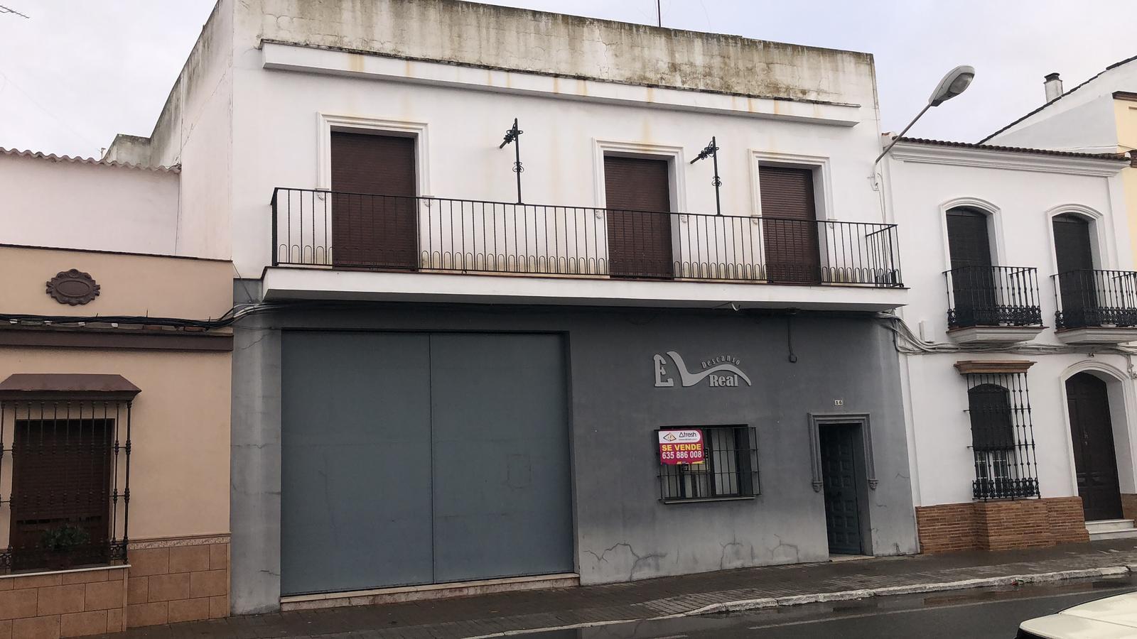 Local comercial y vivienda en el centro de San Juan del Puerto